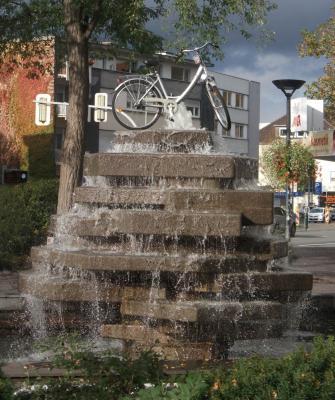 Fahrrad auf Brunnen am Westerntor in Paderborn